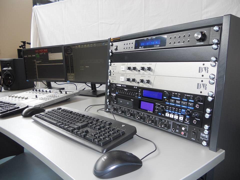 STATION RADIO FM CLE EN MAIN AFRIQUE ELETEC