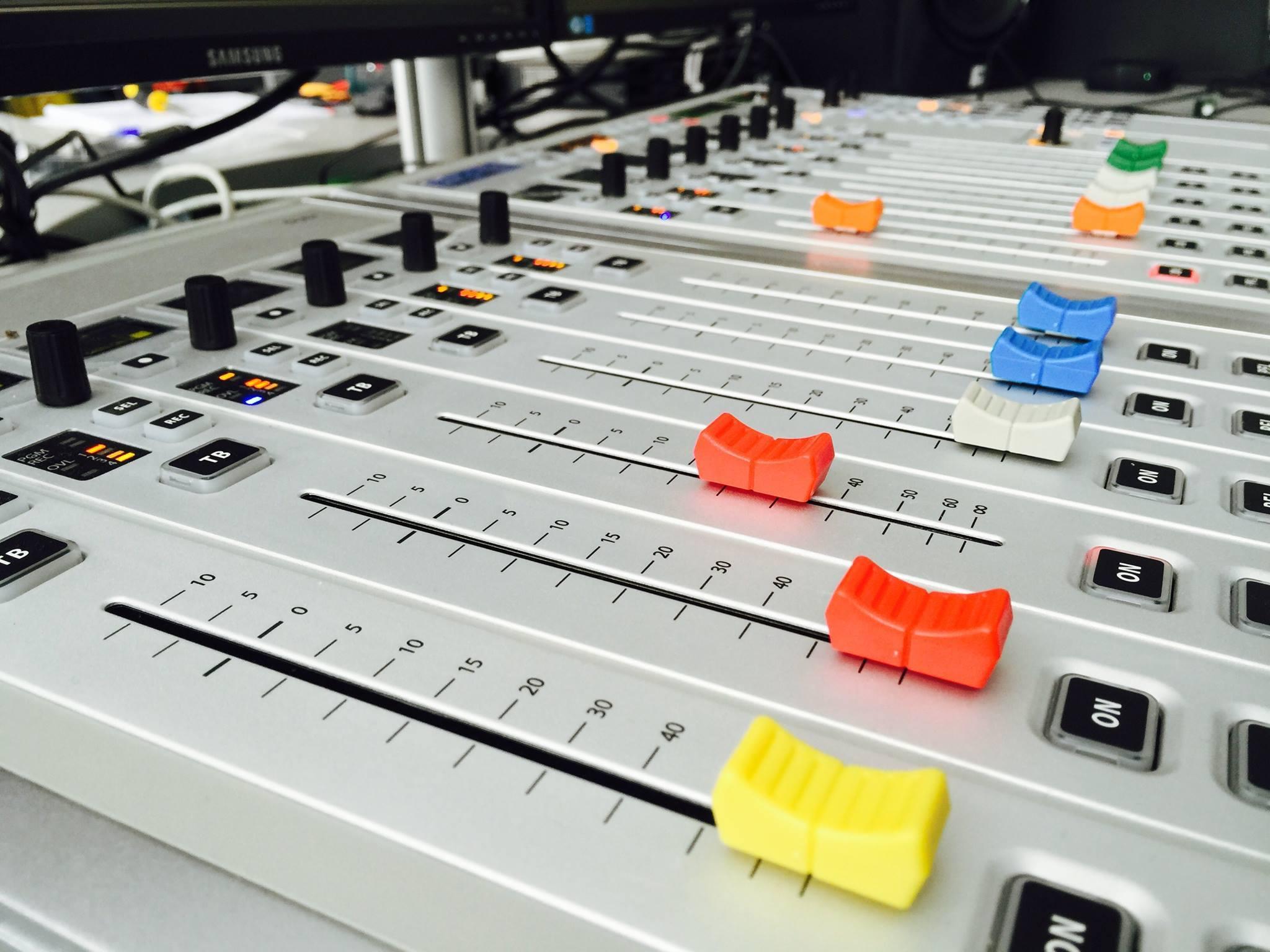 SOLUTIONS RADIO - SOLUTIONS TV - ÉMETTEURS ET ACCESSOIRES RADIO ET TV
