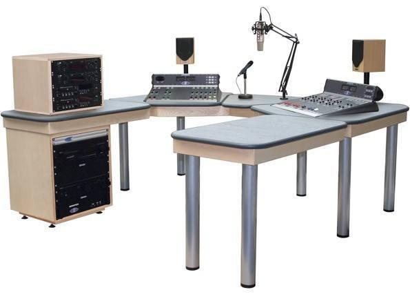 Equipement professionnel d'émission FM et studio radio, Emetteur FM amplificateur FM pylone mât antenne Faisceau radio equipement d'émission FM