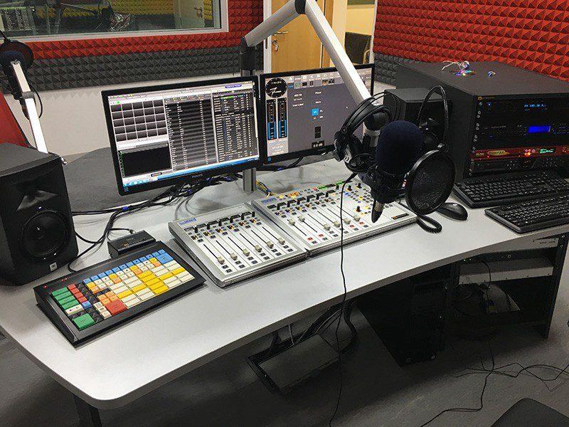 equipement pour radio fm afrique, communautaire ou commerciale, emetteur fm, studio radio FM